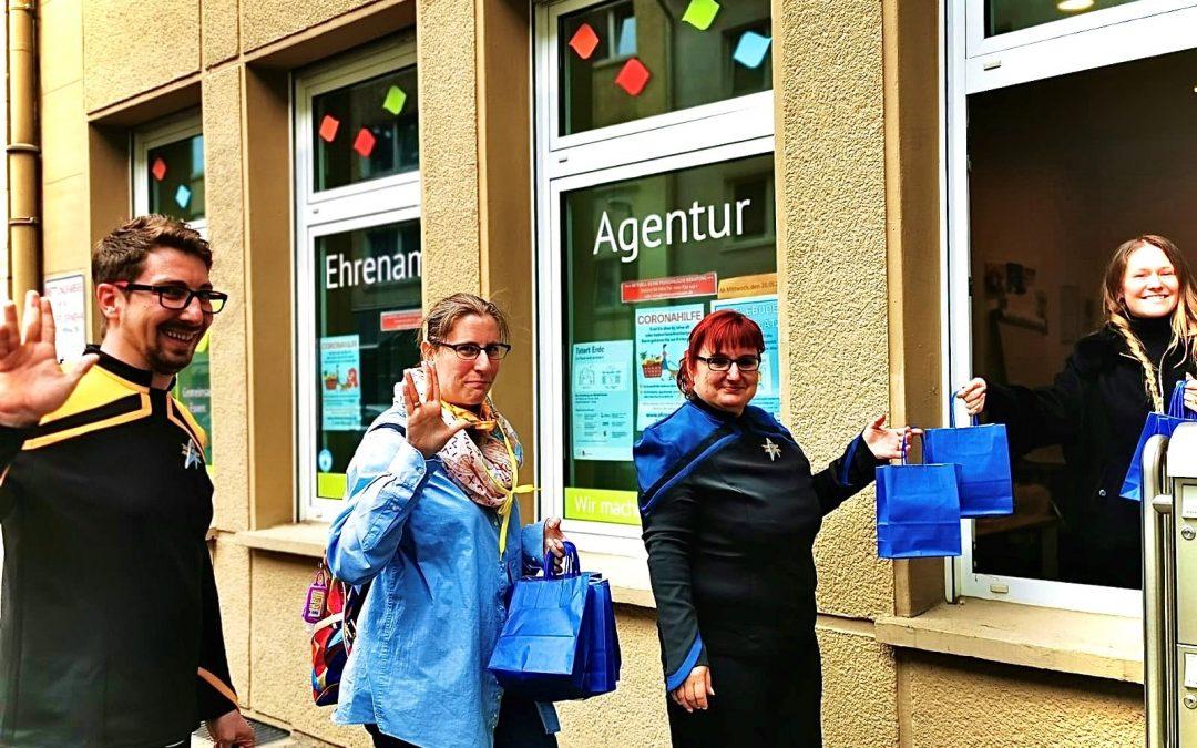 """SciFi-Gruppe """"Außenposten 47"""" spendet Smartphones für Senioren"""